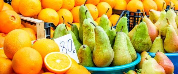 Pears and oranges for sale