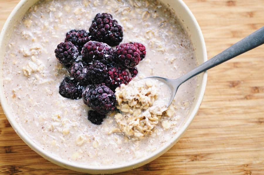 Blackberry Vanilla-Coconut Chai Spiced Overnight Oats