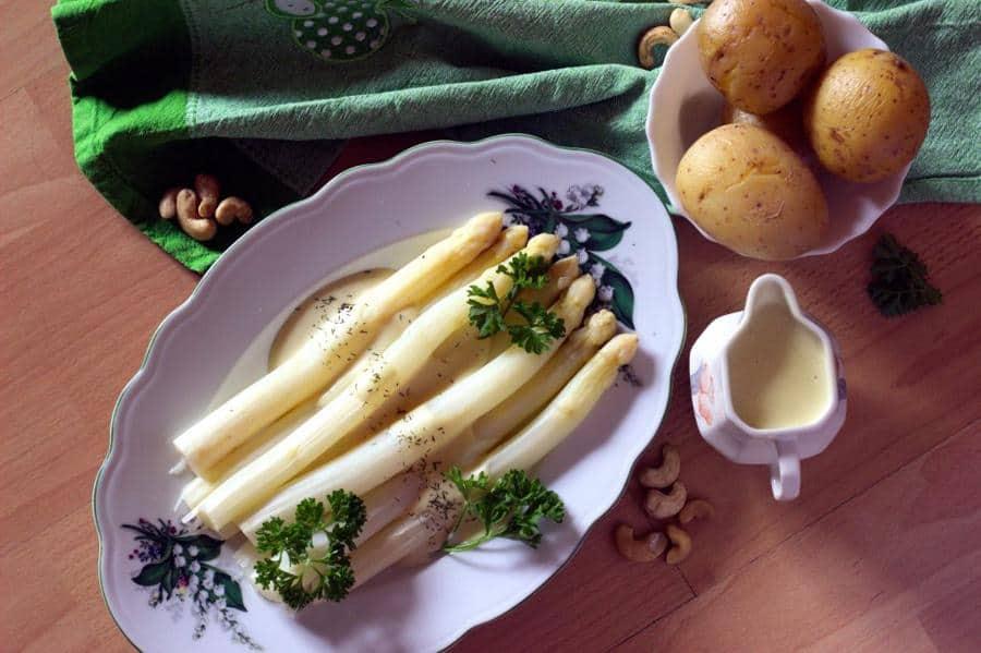 Vegan Hollandaise Sauce with Asparagus